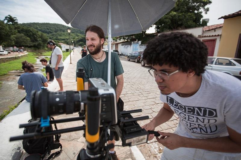 Estudantes de Cinema em atividade de filmagem no centro histórico